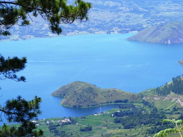 pemandangan-lembah-harian-boho-kampung-hardoni-di-tepi-danau-tobadari-tele