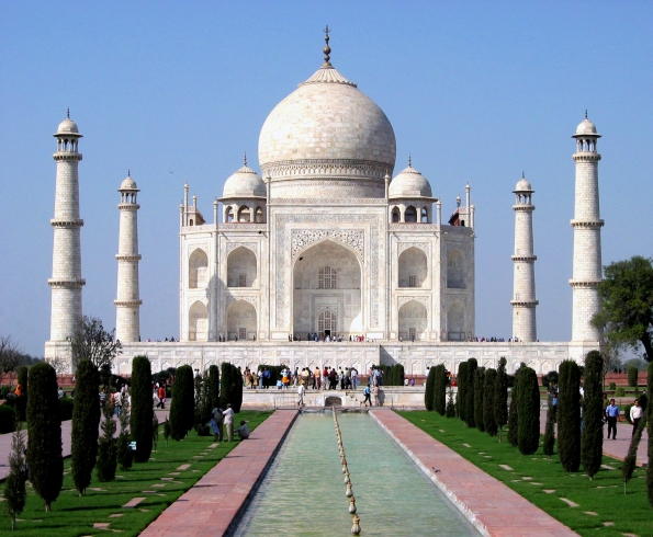 Taj_Mahal_in_March_2004