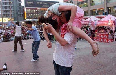 unusual kisses01 Lomba Ciuman Paling Aneh Di Dunia